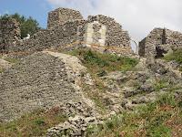 A felújított drégelyi romok Csáky Károly felvételén.JPG