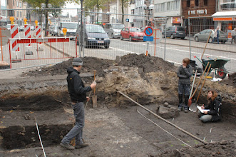 Photo: archeologische opgravingen ter hoogte van de bibliotheek, Markt, Deinze