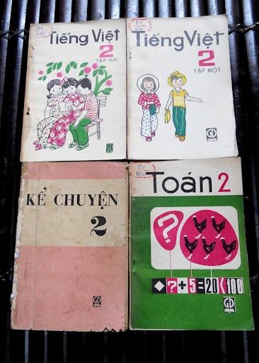 Sách giáo khoa tiểu học cũ - nơi lưu giữ từng trang ký ức DSCN3246