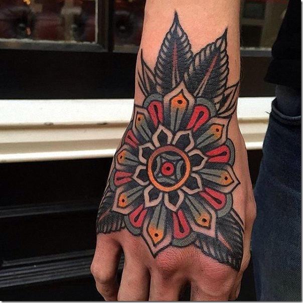 tatuaje_classica_y_vibrante_en_mao
