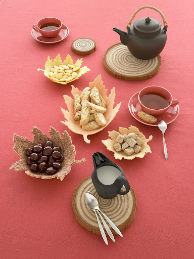 These trivets and dishes would be great on a Thanksgiving table!