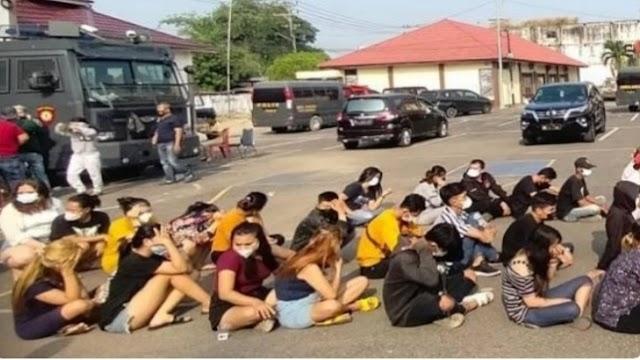 Lokalisasi Digerebek, Puluhan Wanita Seksi dan Narkoba Diamankan