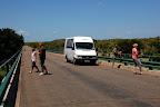 """Kun på de autoriserede """"rastepladser"""" - og på broerne - må man stå ud af bilerne i Krüger."""