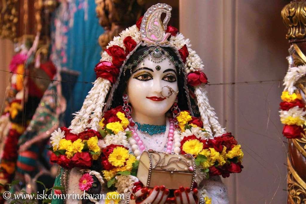 ISKCON Vrindavan Sringar Deity Darshan 17 Dec 2015 (21)