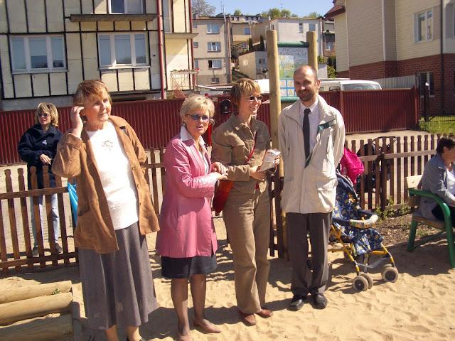 Otwarcie placu zabaw ul. Druskiennicka - 2004-06-02%2B048.JPG