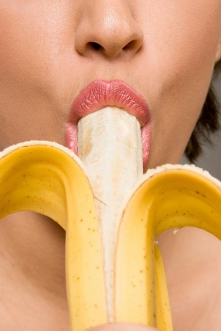 Банан девушка фото