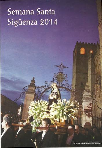 Portada del programa oficial de fiestas, mostrando un paso saliendo de la catedral