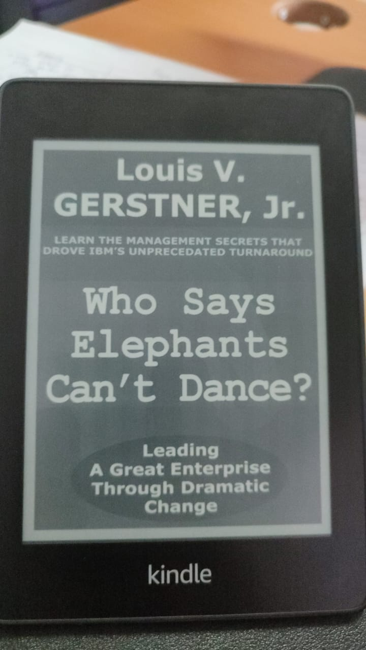 Review Buku: Who Says Elephant Can't Dance?