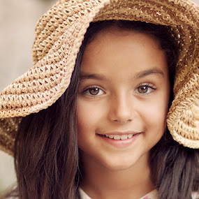 Stefani by Anna Anastasova - Babies & Children Child Portraits ( girl child, girl, beautiful, portrait, wonderful )