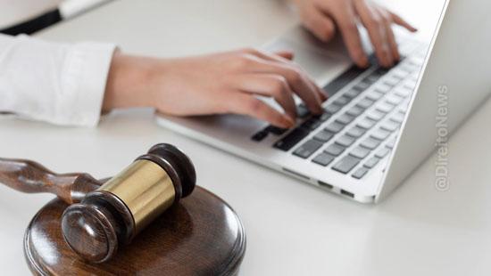 juiza usa tecnica visual law audiencia