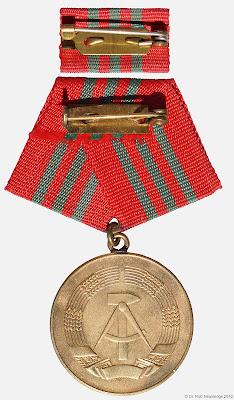 214c Verdienstmedaille der Zollverwaltung der Deutschen Demokratischen Republik in Gold  www.ddrmedailles.nl