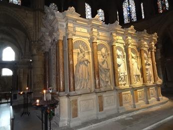 2017.10.23-128 tombeau de Saint Remi dans la basilique Saint-Remi