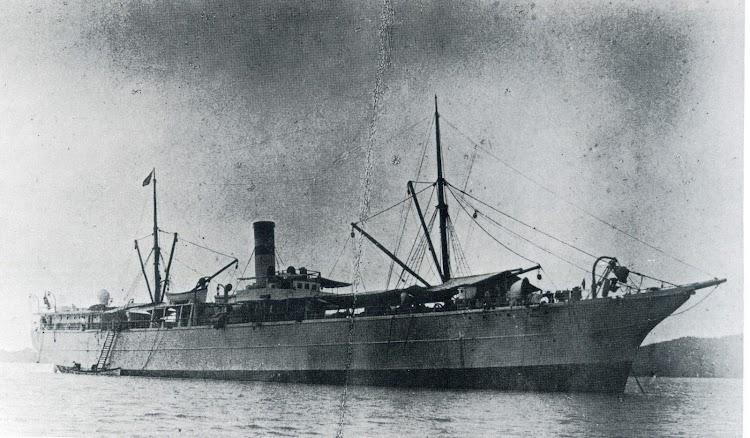 El vapor ALPS. Lugar y fecha indeterminados. Del libro Die Schiffe der Hamburg-Amerika Linie. 1847-1906.tif