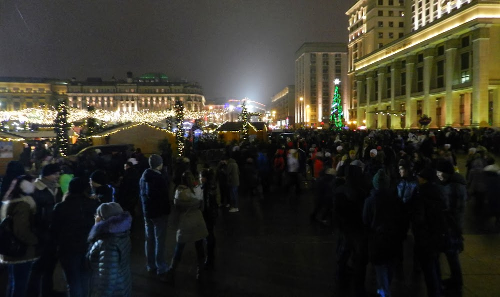 I've never, ever seen Red Square so crowded!!!!!!!  Ugh.  And the geniuses thought it was a great time to randomly close off most of the Metro entrances and underpasses around this time, making the traffic even worse.  That would never have happened under Lenin.