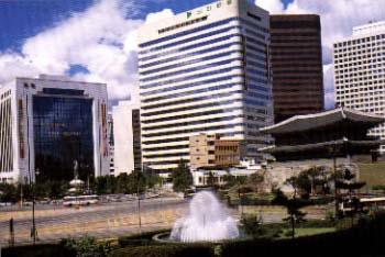 Seoul buildings w Tongdaemun Gate