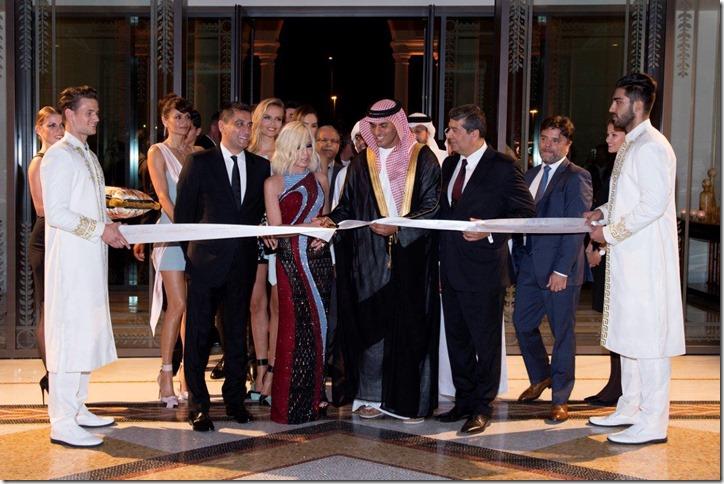 004_Helena Christensen;Jonathan Akeroyd;Natasha Poly;Donatella Versace;Sheikh Tariq Bin Faisal Al Qassimi;Raza Jafar_ALF_127