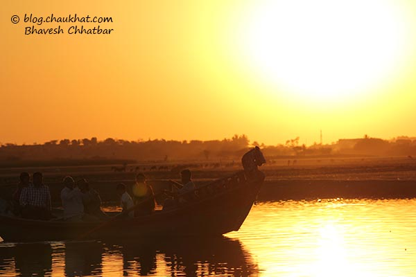 Sunset spectators at Bhigwan's Yashwant Sagar lake created by Ujani Dam