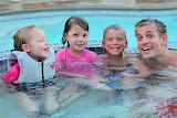 Jake with his GIRLFRIEND Claire, her sister Brooke and Bernd in the hot tube (© 2010 Isabell Gernert)