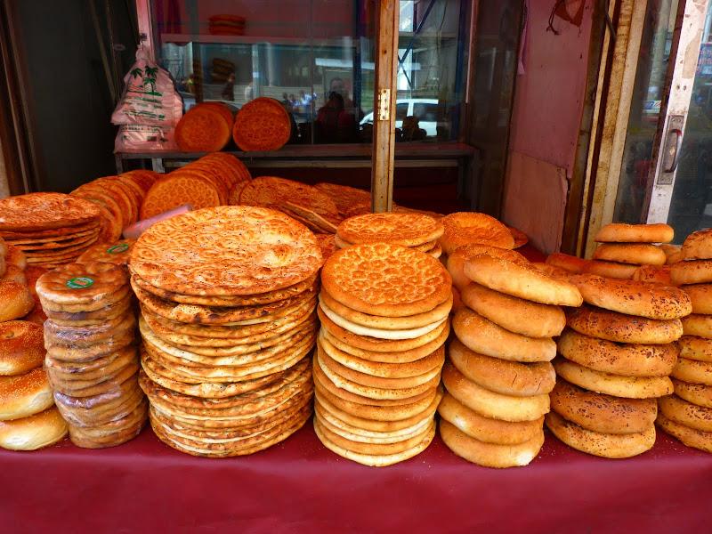 XINJIANG. Urumqi, Grand Bazar, 8 avril - P1270309.JPG
