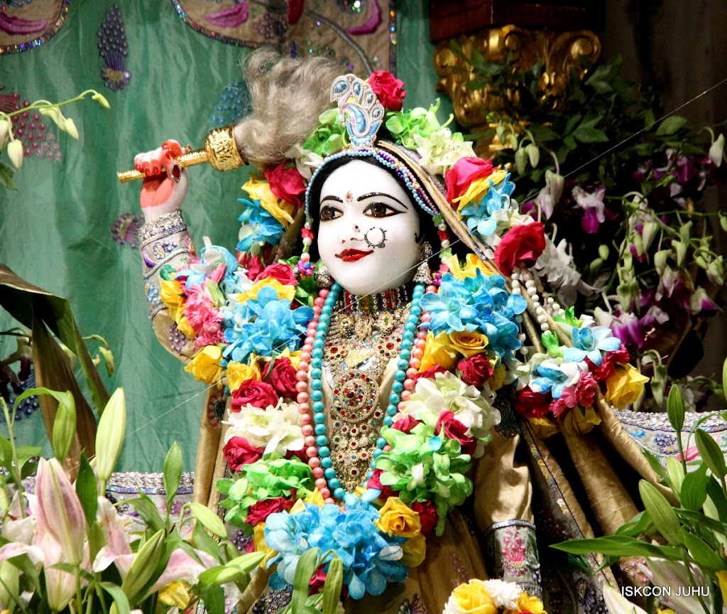 ISKCON Juhu Sringar Deity Darshan on 26th Aug 2016 (18)