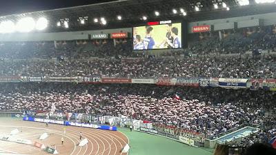 トリパラの回る横浜F・マリノスゴール裏
