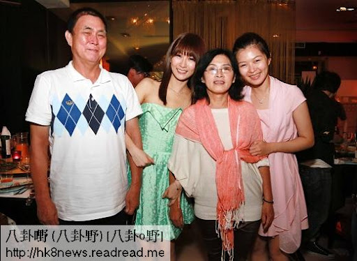 ▲阿福(左二)的家人北上為她加油打氣。(圖/豐華)