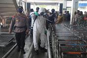 Polri, TNI dan Pemkot Medan Semprotkan Cairan Desinfektan Skala Besar Cegah Covid-19