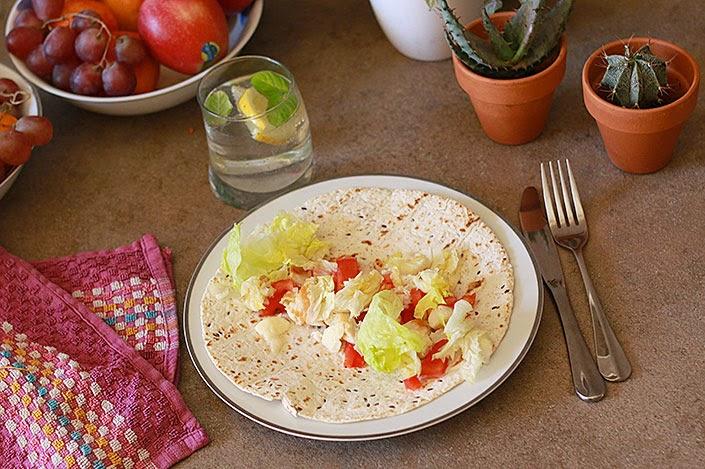 wrap poulet et mozarella, recette saine et rapide, recette wrap mexicain, recette healthy facile, plat frais pour le printemps