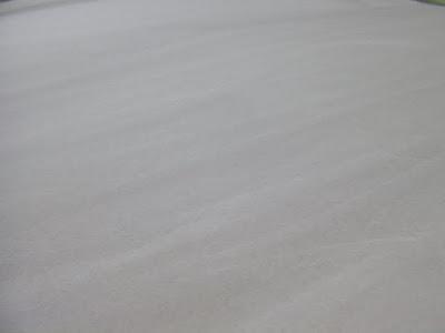 パルプの原料をグレーに色止めして手漉きした和紙