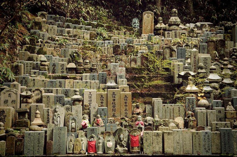 okunoin-cemetery-12