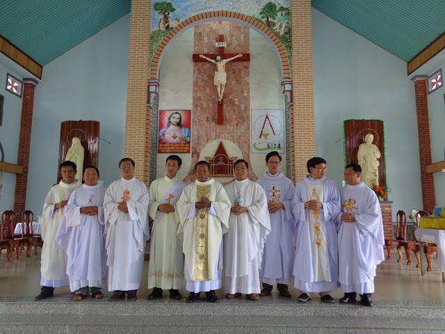 Giáo xứ Sông Pha : Thánh Lễ Tạ Ơn Mừng 20 Năm Linh Mục Cha Quản Xứ.