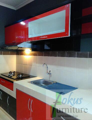 Kitchen Set Hpl Bogor Dengan Kombinasi Hpl Merah Hitam Tampak Box Laci Tambahan Untuk Menambah Ketinggian Kompor Tanam