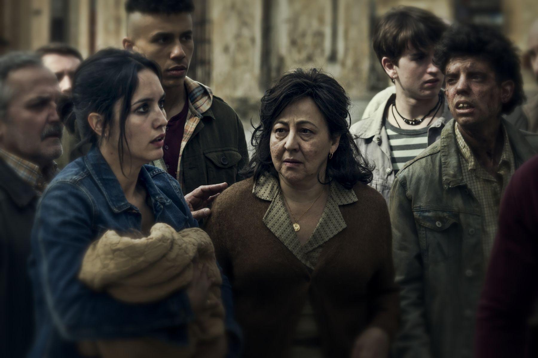 Megan Montaner y Carmen Machi en una escena de '30 monedas', la nueva producción original de HBO España