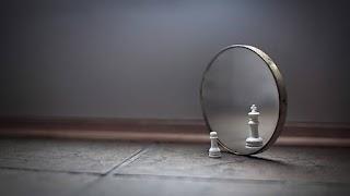 Cermin dan Sudut Pandang