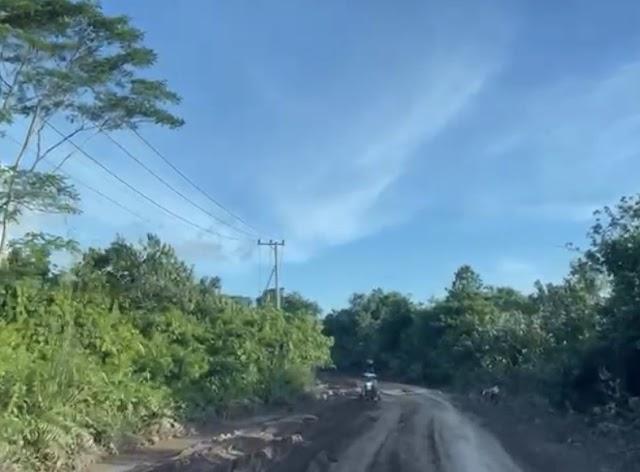 Jalan ke Lontar PLB Rusak , Pengguna Jalan Hati-Hati