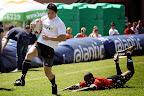 Foto Marius NortjeAndries Oosthuizen van Monnas was die hele @Lantic 7's reeks n doring in die vlees van sy teenstanders. Hier klop hy die verdediger van Louis Botha om sy 5 punte bydrae te lewer.