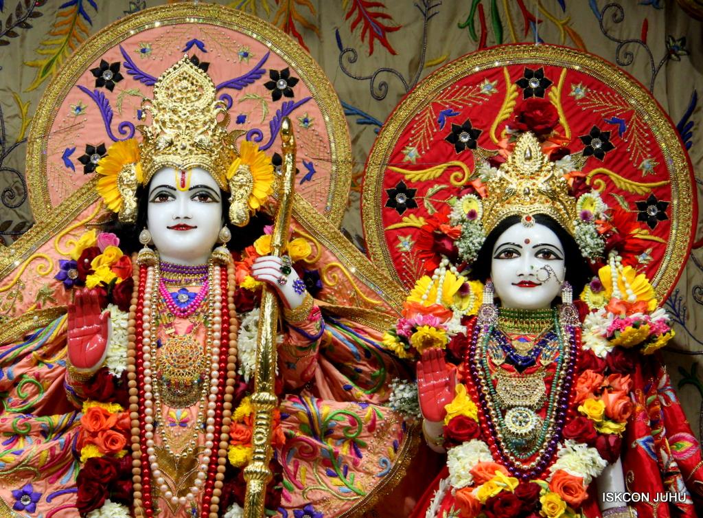 ISKCON Juhu Sringar Deity Drashan on 17th Jan 2017 (49)