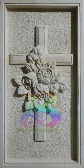 Relief salib yesus batu alam