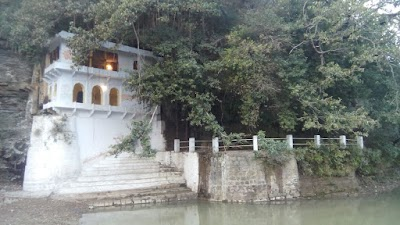केदारेश्वर धाम जहां प्रकृति स्वयं 12 महीने करती भगवान शिव का जलाभिषेक हरे-भरे जंगल और पहाड़ धार्मिक स्थल की सुंदरता में लगा रहे चार चाँद