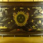 Musée de l'Île-de-France: plateau en laque de Chine aux armes du duc du Maine (Premier quart du 18e s.), laque de Chine