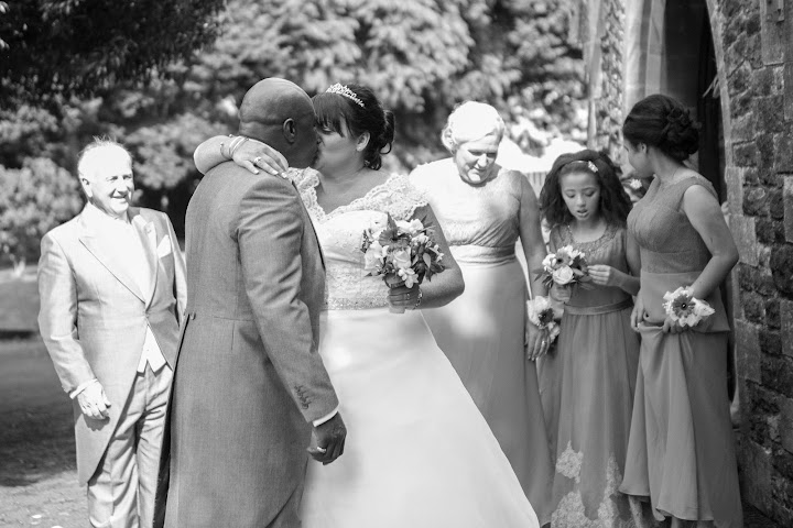 wedding-kiss-cardiff