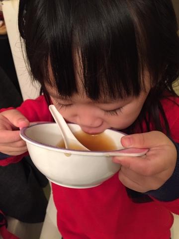 潤肺止咳合家湯水 蘋果百合煲豬展湯做法