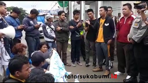 Mahasiswa Demo Pertanyakan Kasus Korupsi BPNT dan Pertanyakan Dugaan Oknum Kejari Sukabumi yang Berpolitik