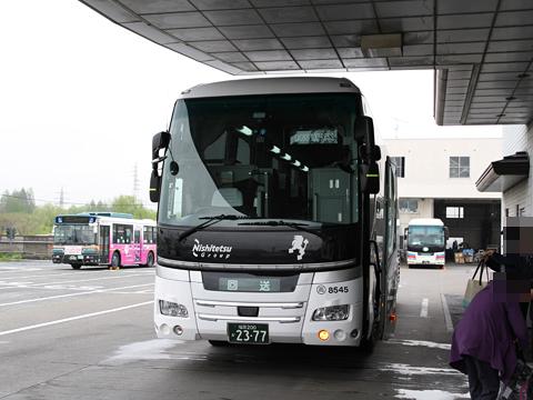 西鉄高速バス「ライオンズエクスプレス」 8545<br /> 西武バス大宮営業所到着 その1