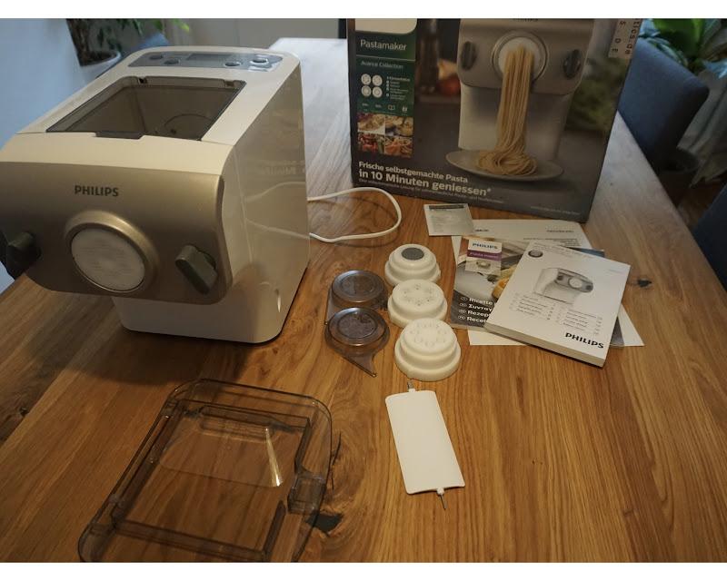 philips premium collection hr2355 12 pastamaker 200w nudelmaschine 4 aufs tze ebay. Black Bedroom Furniture Sets. Home Design Ideas