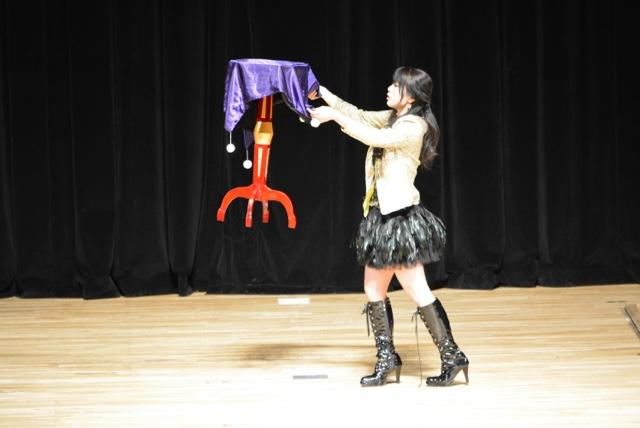 空飛ぶ机|女性マジシャン・アリス(有栖川 萌)|☆マジックショー・イリュージョン・和妻の出張・出演依頼受付中☆