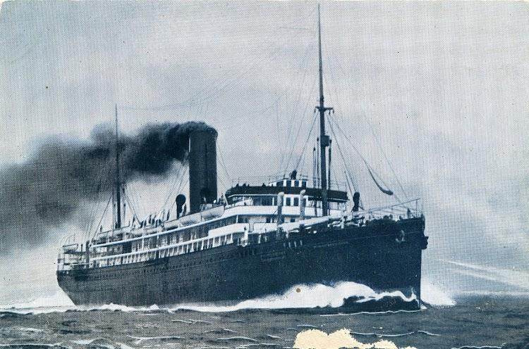 6-Postal Marítima Patriótica. Editadas por Eugenio Agacino. Extraordinarias. El REINA VICTORIA EUGENIA a toda maquina.jpg