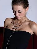 – STRUNY BASOVÉ magnetické šperky - sestava /cena jednotlivych komponentů je od 200,- Kč naušnice od 300,- Kč a nahrdelnik od 500,-Kč