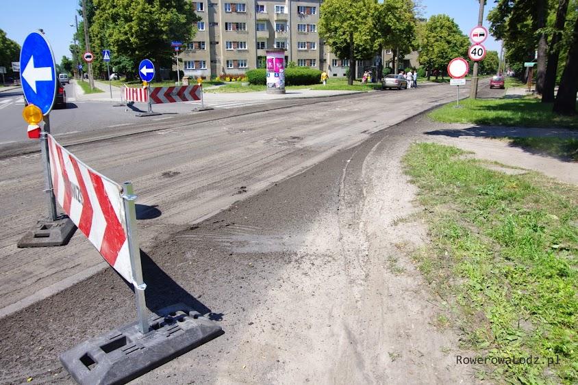 Pojazdy które jadą na północ muszą skręcić w ul. Srebrzyńską.