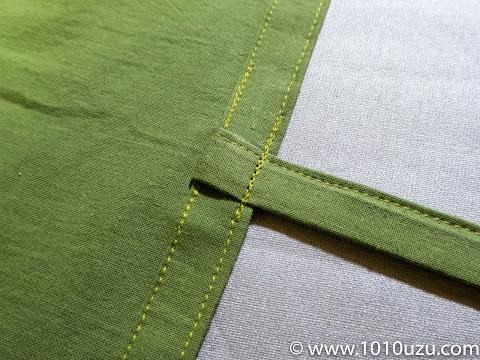 ステッチと共にヒモを折って縫う